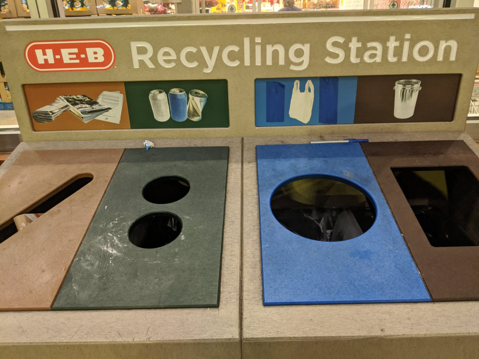 HEB Recycling Station
